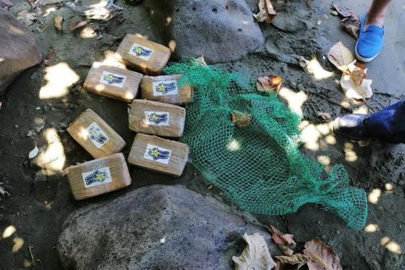 Philippines lúng túng với hàng trăm ký cocaine dạt vào bờ biển - Ảnh 1.