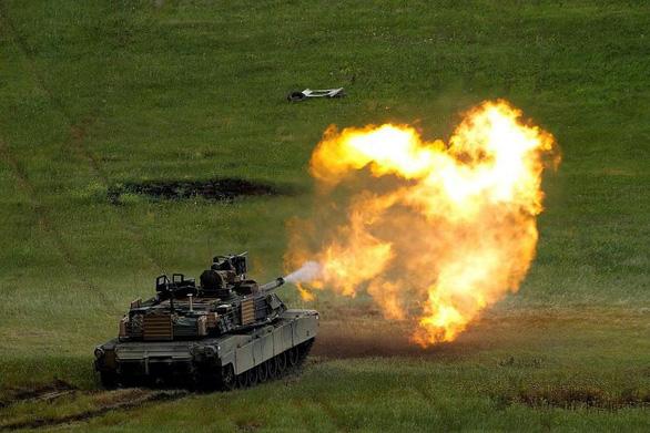 Trung Quốc yêu cầu Mỹ hủy vụ bán xe tăng, tên lửa cho Đài Loan - Ảnh 1.