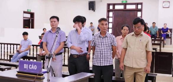 Lợi dụng chức vụ, thiếu trách nhiệm, 8 cựu cán bộ lãnh án - Ảnh 1.