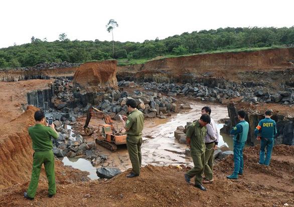Phát hiện vụ khai thác đá trái phép khủng ở Bù Gia Mập - Ảnh 1.