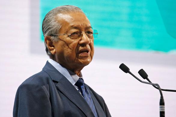 Thủ tướng Malaysia khoe xử lý ổn khoản nợ hơn 240 tỉ đô - Ảnh 1.