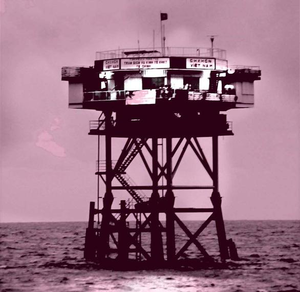 DK1 - 30 năm thành đồng trên biển: Tuổi Trẻ chung tay thắp sáng nhà giàn DK1 - Ảnh 1.