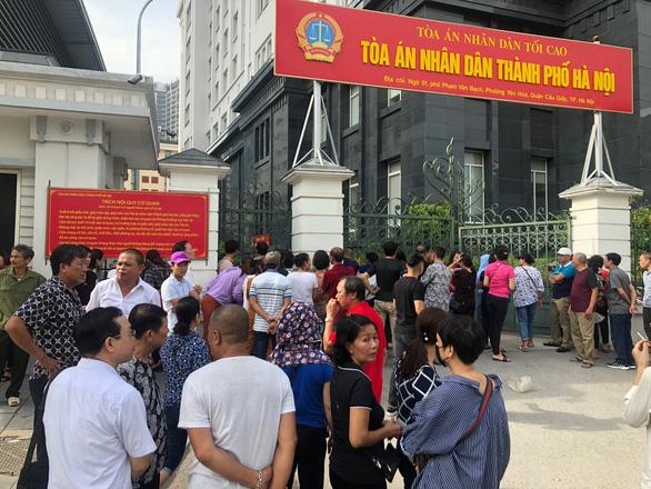 Hoãn phiên tòa xử Hưng kính vụ bảo kê chợ Long Biên vì vắng luật sư - Ảnh 2.
