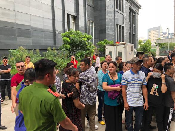 Hoãn phiên tòa xử Hưng kính vụ bảo kê chợ Long Biên vì vắng luật sư - Ảnh 4.
