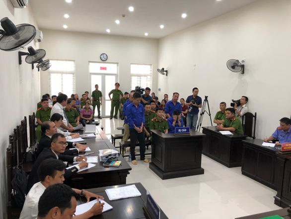 Hoãn phiên tòa xử Hưng kính vụ bảo kê chợ Long Biên vì vắng luật sư - Ảnh 5.