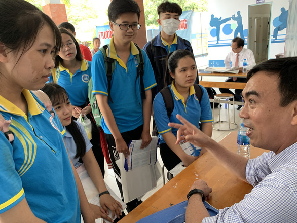529 học sinh giỏi được tuyển thẳng vào ĐH Khoa học xã hội và nhân văn TP.HCM - Ảnh 1.