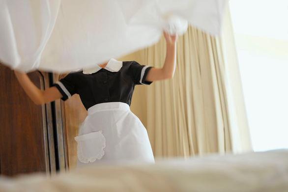 Gắn chip cho drap giường, khăn tắm để thu hút khách - Ảnh 1.