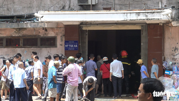 Cháy ở ký túc xá trường Cao Thắng, giải cứu 28 người - Ảnh 2.
