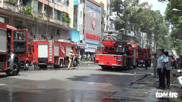 Cháy ở ký túc xá trường Cao Thắng, giải cứu 28 người - Ảnh 4.
