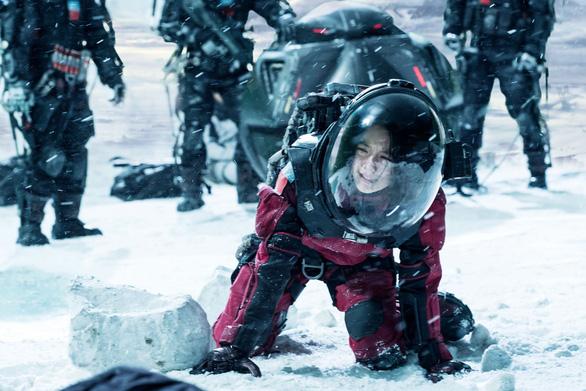 Phim Trung Quốc bất ngờ hụt hơi, thua phim Mỹ cả trên sân nhà - Ảnh 1.