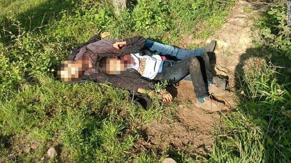Hai cha con di dân bị cứa cổ, vứt bên đường ở Mexico - Ảnh 1.