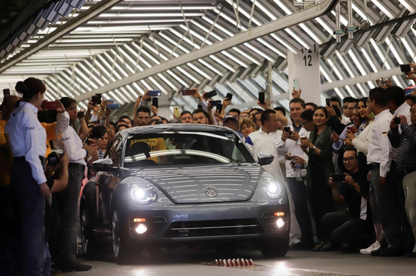 Volkswagen xuất xưởng chiếc con bọ Beetle cuối cùng - Ảnh 1.