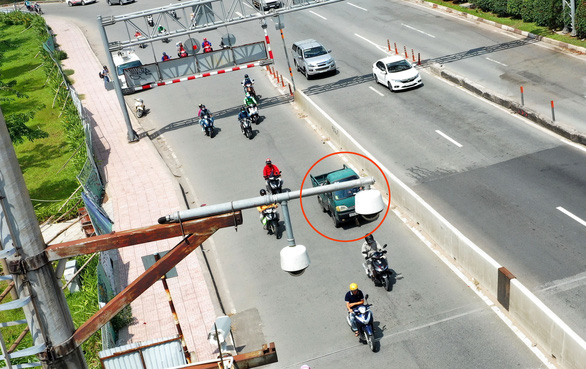 25.573 ôtô ở TP.HCM lỗi giao thông bị camera ghi hình không chịu nộp phạt - Ảnh 1.