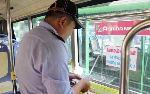 Tài xế xe buýt đánh lái ép nhóm cướp và phép mầu lúc chiều tối - Ảnh 2.
