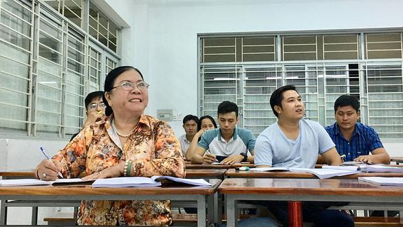 Thực hiện ước mơ ở tuổi xế chiều - Kỳ 1: Bà sinh viên 63 tuổi - Ảnh 4.