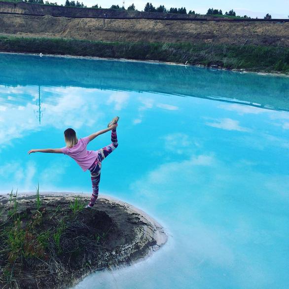 Nổi da gà khi dân Nga đổ đến hồ nước xanh y chang Tuyệt tình cốc Đà Lạt - Ảnh 2.