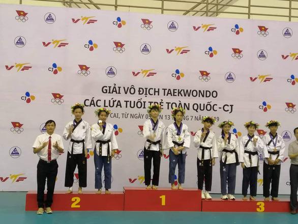 VĐV ra khỏi thảm, té khi đi quyền taekwondo vẫn huy chương vàng - Ảnh 4.