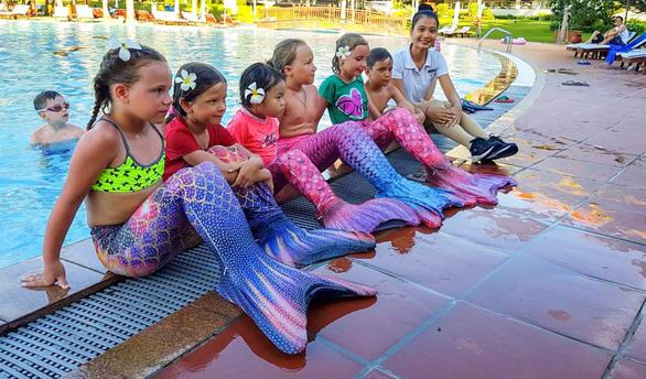 Huấn luyện kỹ năng chống đuối nước cho du khách nhí - Ảnh 5.