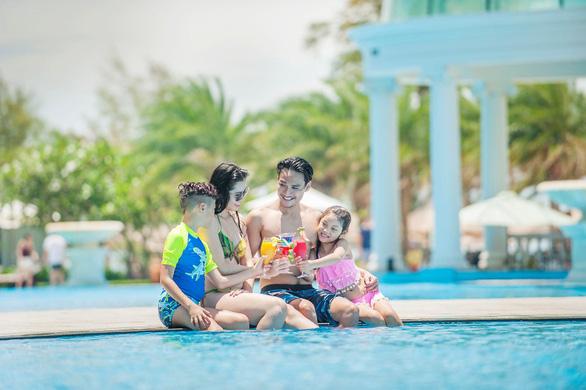 Huấn luyện kỹ năng chống đuối nước cho du khách nhí - Ảnh 9.