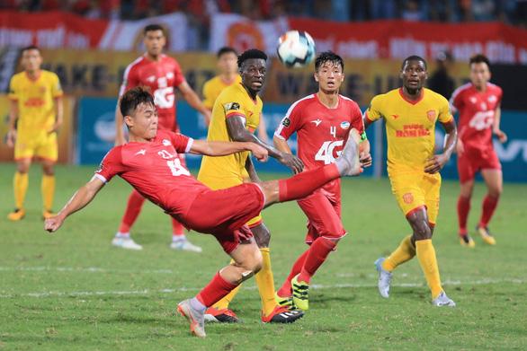 Nam Định và Quảng Nam thắng thuyết phục ở vòng 15 V-League 2019 - Ảnh 5.