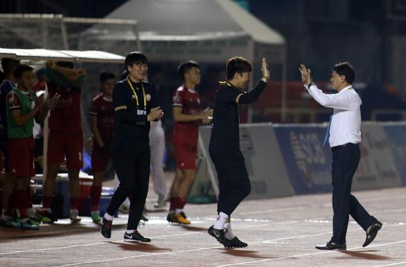 Thắng B.Bình Dương, CLB TP.HCM tiếp tục đua vô địch với Hà Nội - Ảnh 2.