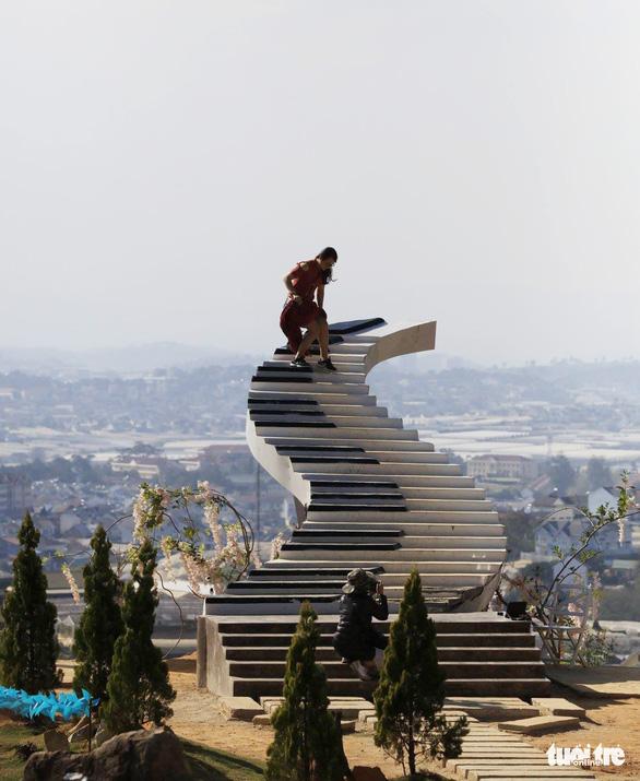 Nấc thang lên thiên đường nổi tiếng ở Đà Lạt bị buộc leo xuống: tháo dỡ - Ảnh 3.
