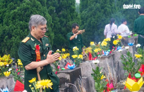 Ngàn đóa hoa tưởng nhớ liệt sĩ hi sinh ở mặt trận Vị Xuyên - Ảnh 1.