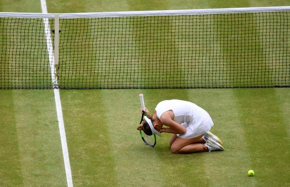 Thua dễ Halep, Serena chưa thể có Grand Slam thứ 24 - Ảnh 2.