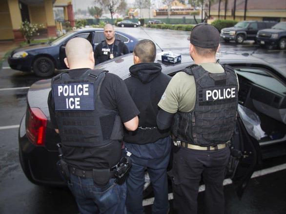 Mỹ truy quét người nhập cư bất hợp pháp từ ngày mai - Ảnh 1.