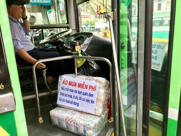 Tài xế xe buýt Huy búp bê: Móc túi dọa cứa cổ, tôi vẫn làm - Ảnh 2.