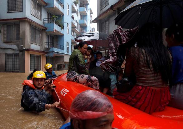13 khách du lịch Việt Nam mắc kẹt vì lũ tại Nepal đã an toàn - Ảnh 1.