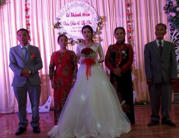 Ngày cưới chỉ có cô dâu khi chú rể là lính đảo Trường Sa chưa kịp về - Ảnh 1.