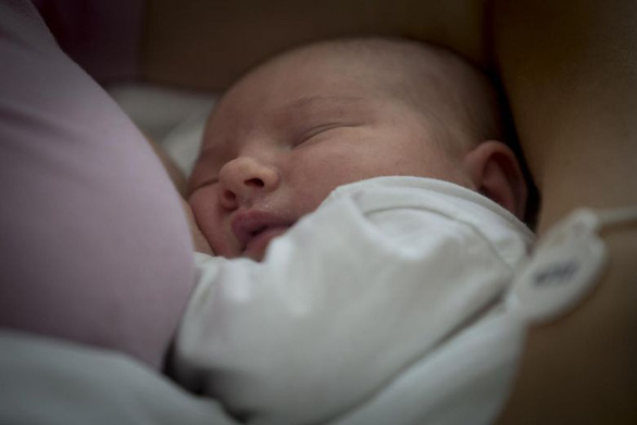 Cho con bú lâu hơn giúp tiết kiệm gần 1 tỉ USD mỗi ngày - Ảnh 1.