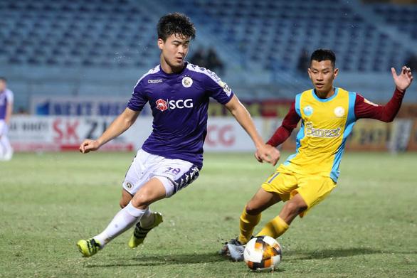 Hà Nội bị gỡ hòa 2-2, HLV Chu Đình Nghiêm tính xông vào sân gặp trọng tài - Ảnh 3.
