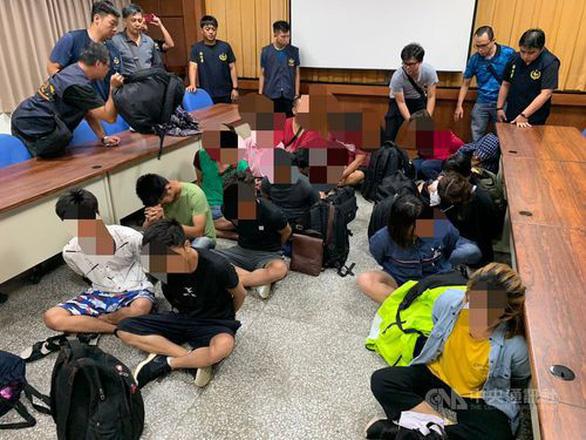 14 người Việt trên thuyền cá không giấy tờ bị Cảnh sát biển Đài Loan bắt - Ảnh 1.