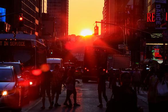 Cúp điện bất ngờ, thành phố New York tê liệt - Ảnh 1.