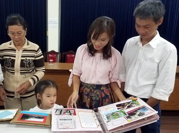 Khi cả nhà cùng dành tình yêu cho sách, cho Sài Gòn - Ảnh 2.