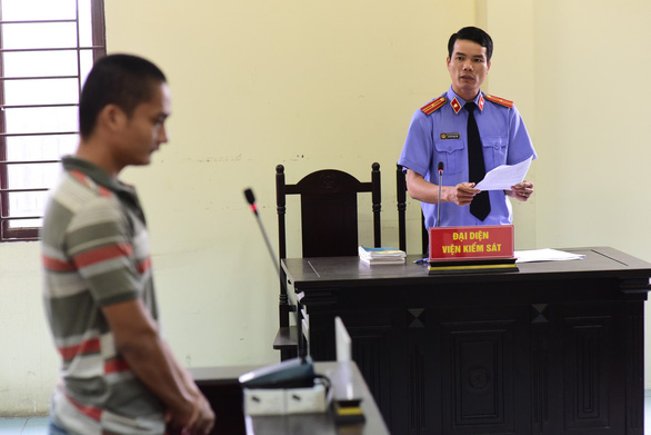 Tài xế lái xe tông gãy barie trạm BOT An Sương nhận 18 tháng tù - Ảnh 2.