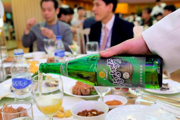 Bán bia Triều Tiên ở Nhật, thanh niên Trung Quốc bị bắt - Ảnh 1.