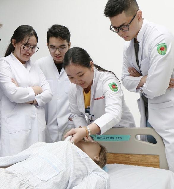 Chinh phục ước mơ trở thành điều dưỡng quốc tế cùng Đại học Tân Tạo - Ảnh 2.