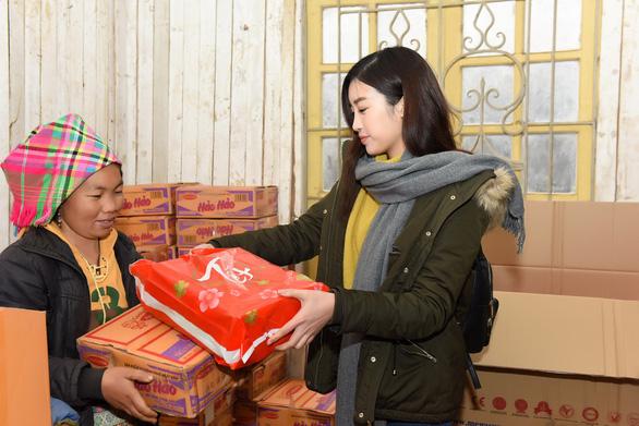 Hoa hậu Đỗ Mỹ Linh và mẹ đăng ký hiến tạng tại Bệnh viện Chợ Rẫy - Ảnh 4.