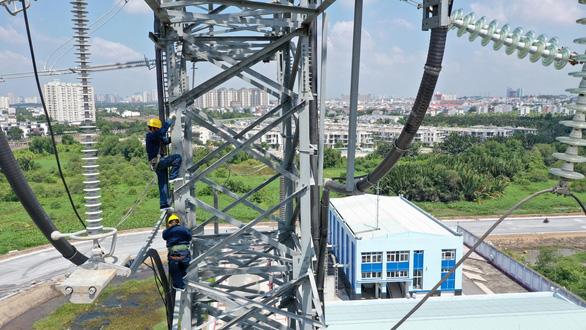 Vận hành đường dây 220 kV cấp điện cho khu công nghệ cao - Ảnh 1.