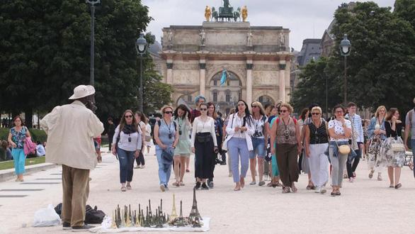 Thế giới kinh doanh phi pháp bên chân tháp Eiffel - Ảnh 7.