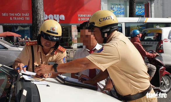 CSGT ngày đầu ra quân: Dân ủng hộ tăng cường kiểm tra nồng độ cồn và ma túy - Ảnh 1.