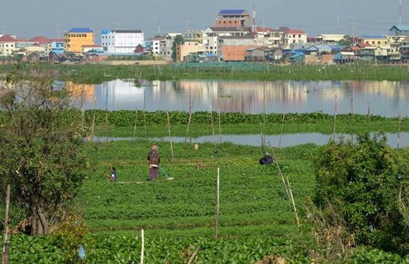 San lấp ao há» Äá» xây thành phá», Campuchia sẽ trả giá bằng ngập lụt? - Ảnh 2.
