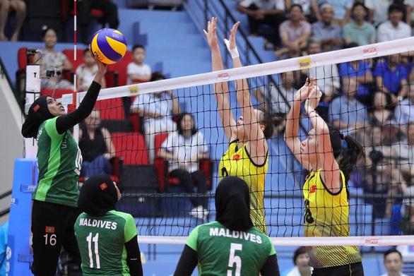 Bóng chuyền nữ U23 Việt Nam - U23 Maldives: cứ giao bóng là có điểm - Ảnh 1.