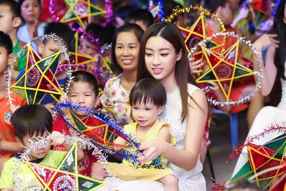 Hoa hậu Đỗ Mỹ Linh và mẹ đăng ký hiến tạng tại Bệnh viện Chợ Rẫy - Ảnh 3.