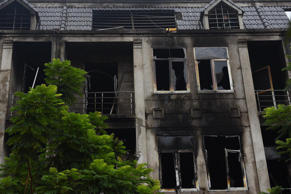 Cháy quán gà ở Thiên đường Bảo Sơn, khói bốc đen kịt - Ảnh 3.