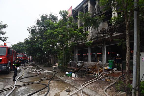 Cháy quán gà ở Thiên đường Bảo Sơn, khói bốc đen kịt - Ảnh 4.