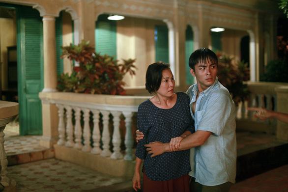 Trailer 'Thưa mẹ con đi' gây chú ý vì câu thoại nằm trên, nằm dưới - Ảnh 7.